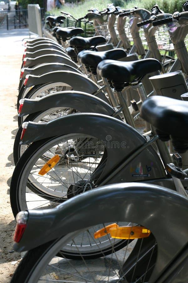 велосипед город paris стоковая фотография