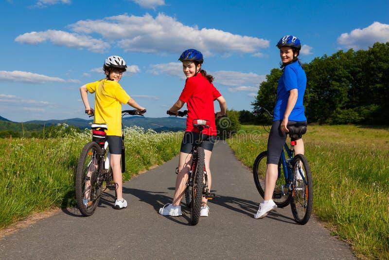 Велосипед семьи стоковое изображение rf