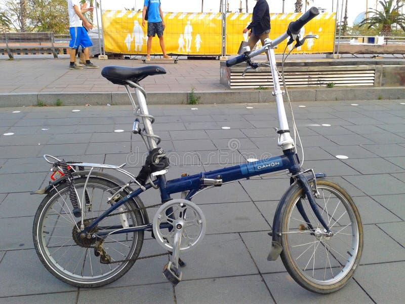 Велосипед Dahon складывая в Барселоне, Испании стоковое фото rf