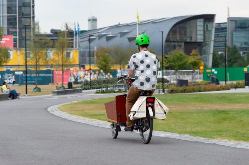 Велоспорт в центре Хельсинки стоковое изображение rf