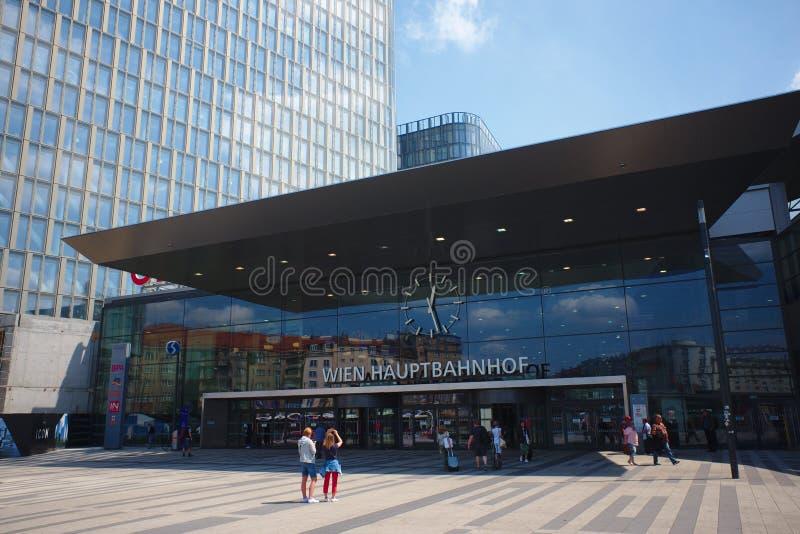 Вена, Австрия - май 2018: Вход Hauptbahnhof стоковое фото