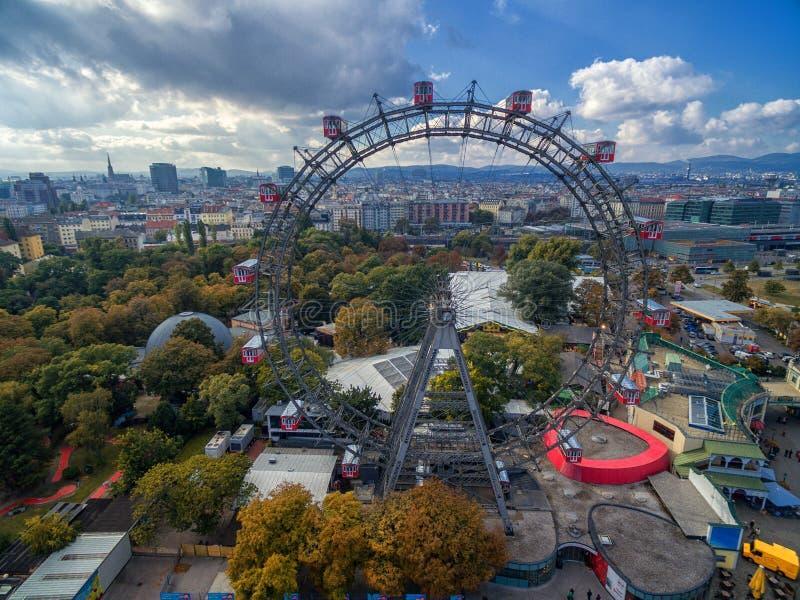 ВЕНА, АВСТРИЯ - 7-ОЕ ОКТЯБРЯ 2016: Гигантское колесо Ferris Сосиска Riesenrad это было колесом ` s самым высокорослым extant Ferr стоковое фото rf
