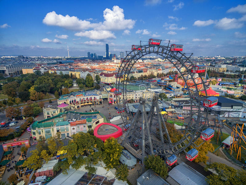 ВЕНА, АВСТРИЯ - 7-ОЕ ОКТЯБРЯ 2016: Гигантское колесо Ferris Сосиска Riesenrad это было колесом ` s самым высокорослым extant Ferr стоковое фото