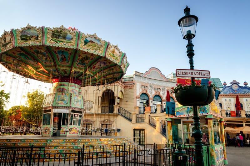 Вена, Riesenradplatz и весел-идти-круглая стоковые фото