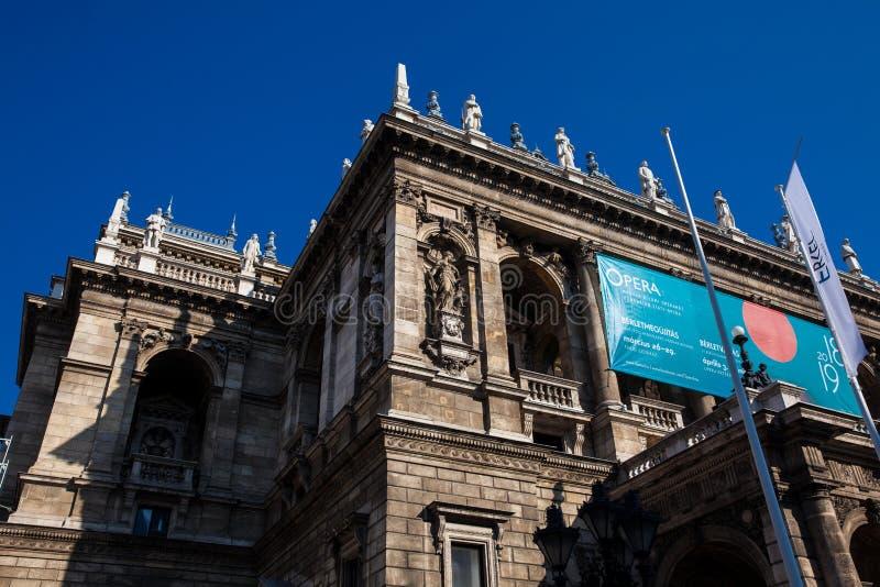 Венгерское здание нео-ренессанса дома государственной оперы расположенное в центральном Будапеште стоковые изображения