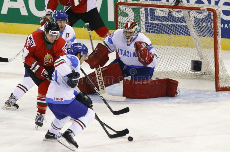 Венгрия против спички хоккея на льде чемпионата мира Италии IIHF стоковые изображения rf
