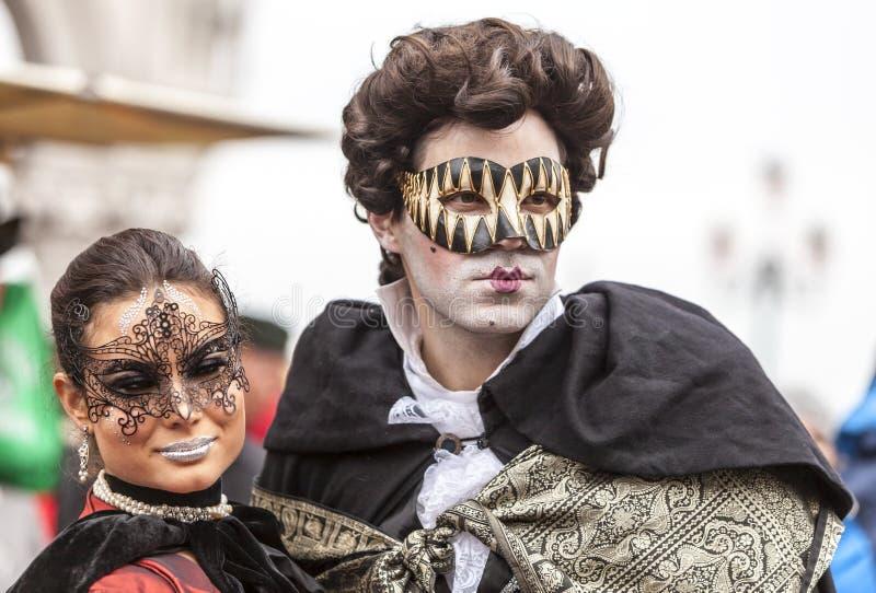 Венецианские пары - масленица 2014 Венеции стоковые изображения rf