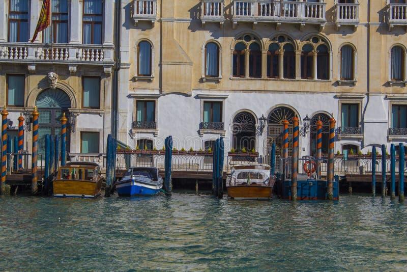 Венеция весной Взгляд каналов и обваловок Старая архитектура стоковая фотография