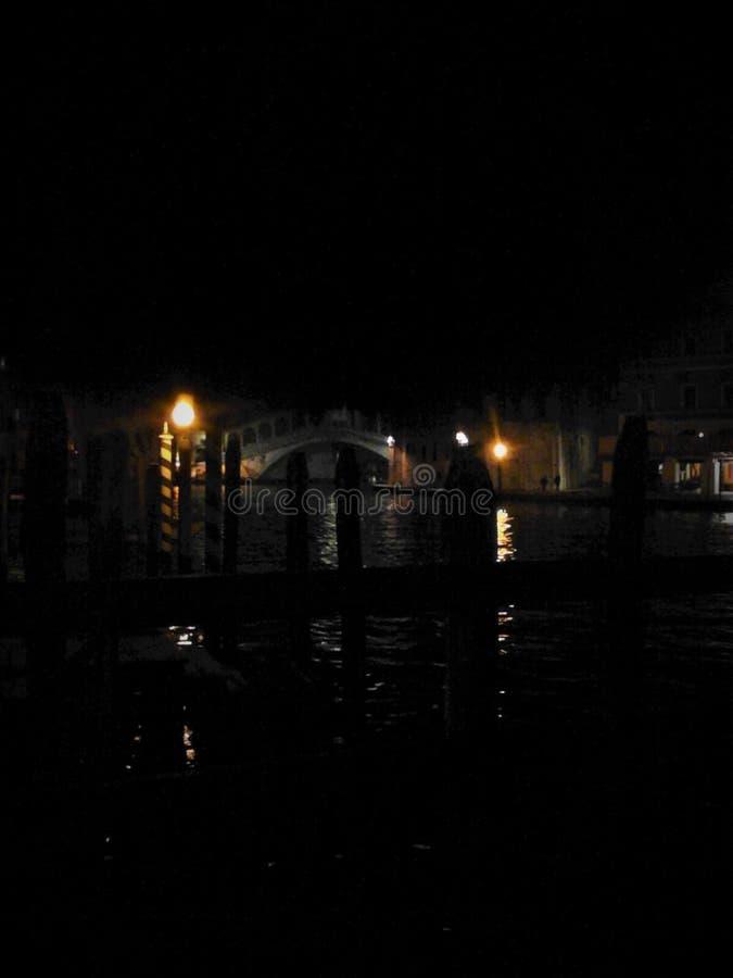 Венеция, вода, ночь, свет и тайна стоковые фото