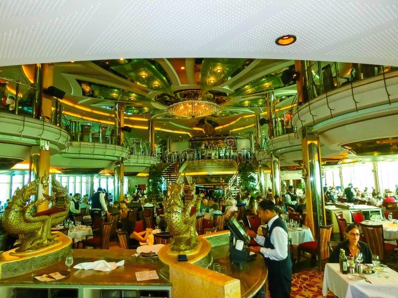 Венеция, Италия - 6-ое июня 2015: Великолепие туристического судна морей королевским карибским International стоковое фото