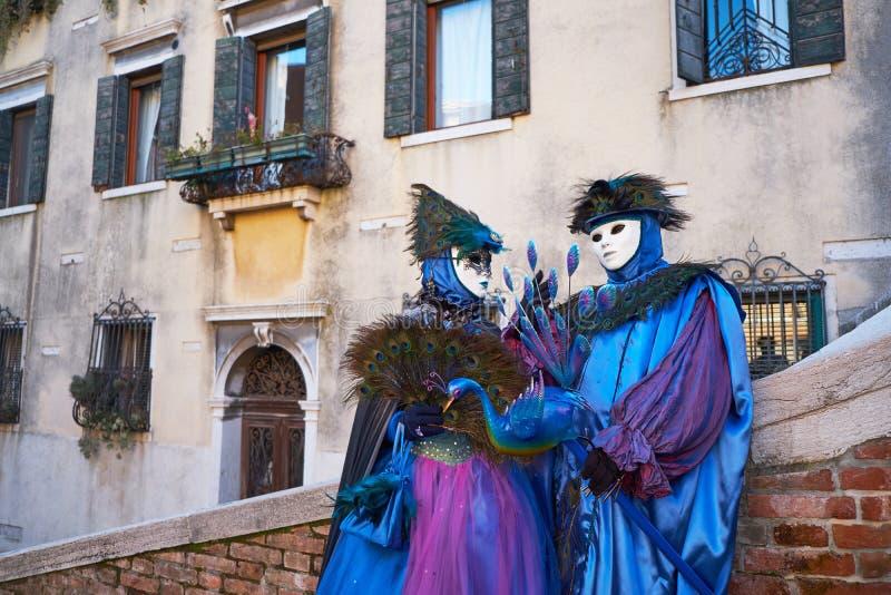 Венеция, Италия - 10-ое февраля 2018: Люди в масках и костюмы на масленице Венеции стоковая фотография rf