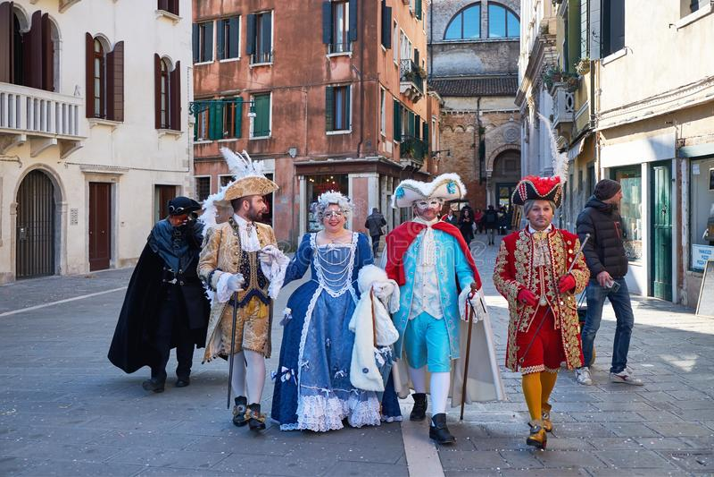 Венеция, Италия - 10-ое февраля 2018: Люди в масках и костюмы на масленице Венеции стоковые фотографии rf
