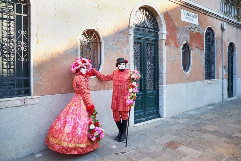 Венеция, Италия - 10-ое февраля 2018: Люди в масках и костюмы на масленице Венеции стоковые фото
