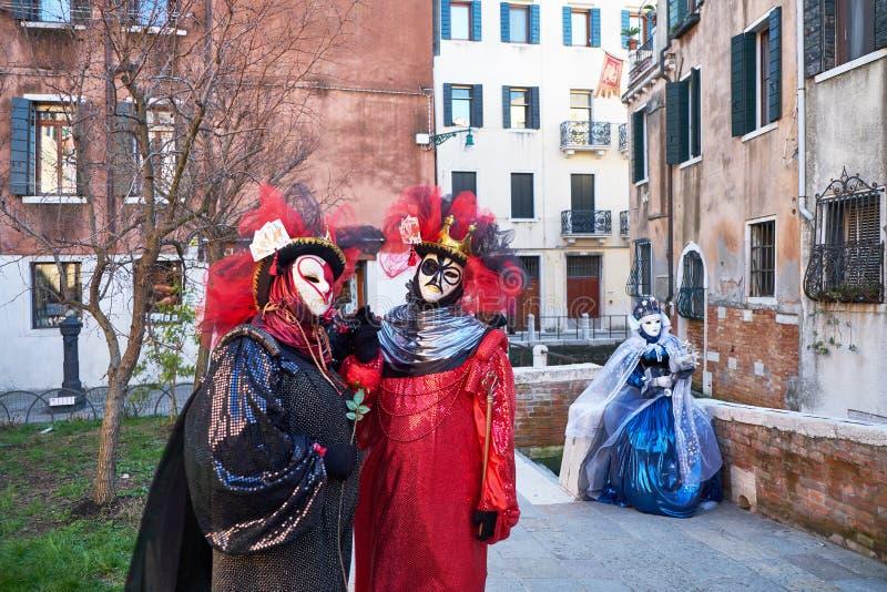 Венеция, Италия - 10-ое февраля 2018: Люди в масках и костюмы на масленице Венеции стоковые изображения rf