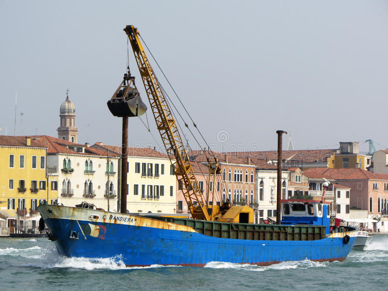 Венеция Италия Workboat стоковая фотография rf