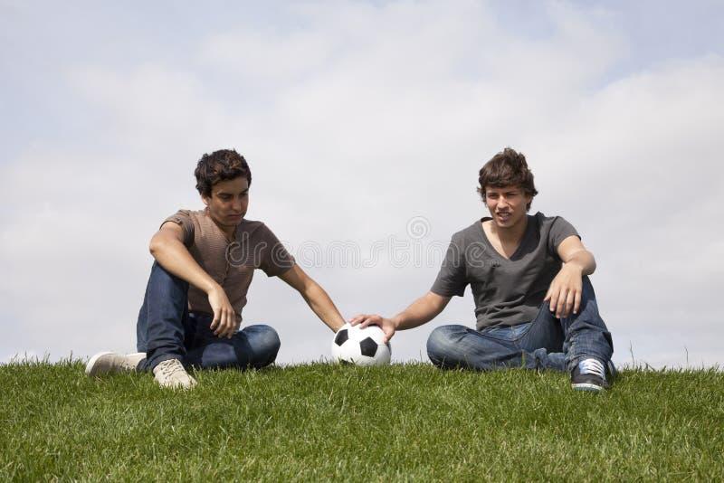 вентиляторы освобождая команду футбола стоковые фото