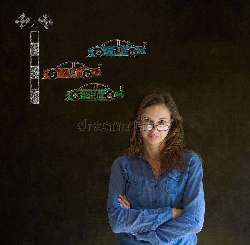 Вентилятор гоночного автомобиля Nascar бизнес-леди на предпосылке классн классного стоковые фото