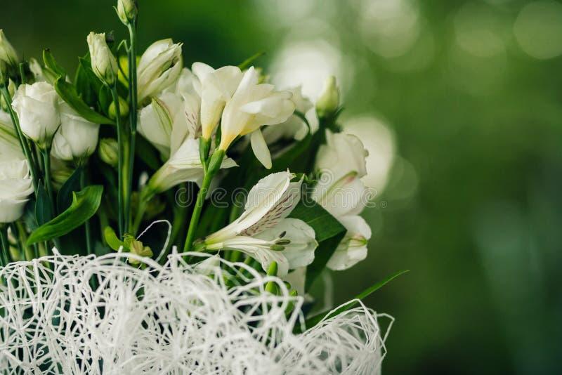 Download венчание переднего плана фокуса 3 букетов Стоковое Изображение - изображение насчитывающей космос, бутика: 40588525