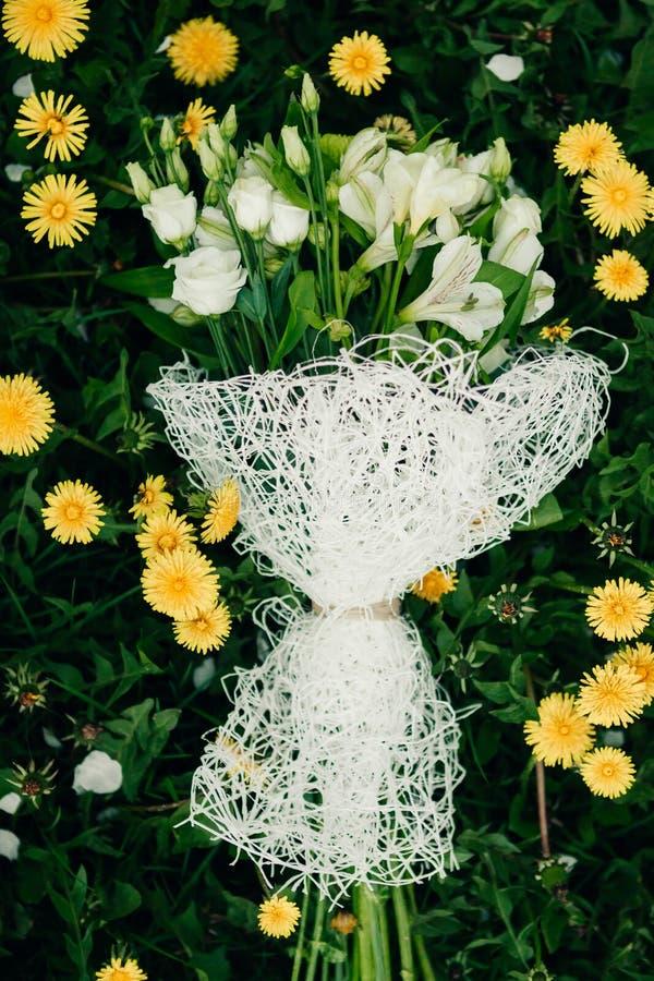 Download венчание переднего плана фокуса 3 букетов Стоковое Фото - изображение насчитывающей бело, green: 40588664