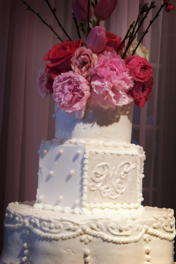 венчание приема красивейшего торта внутреннее стоковые фото