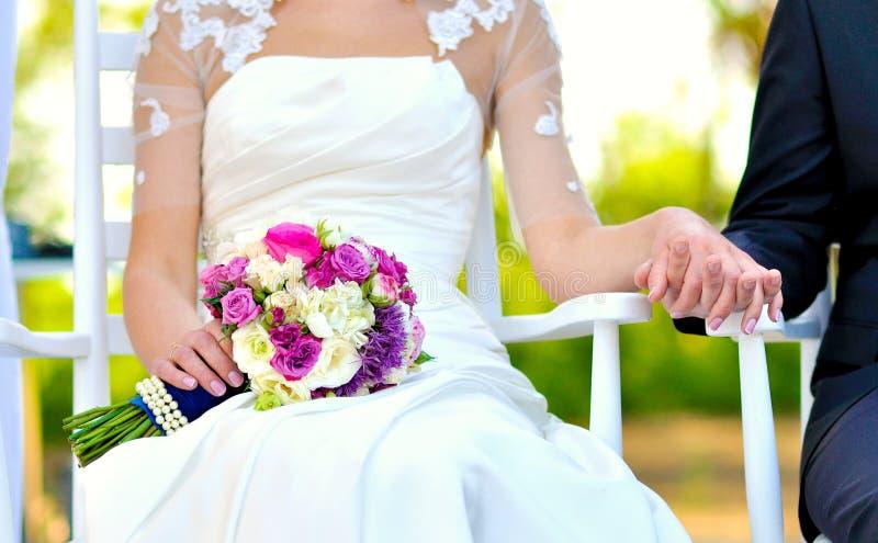 венчание сбора винограда дня пар одежды счастливое стоковая фотография rf