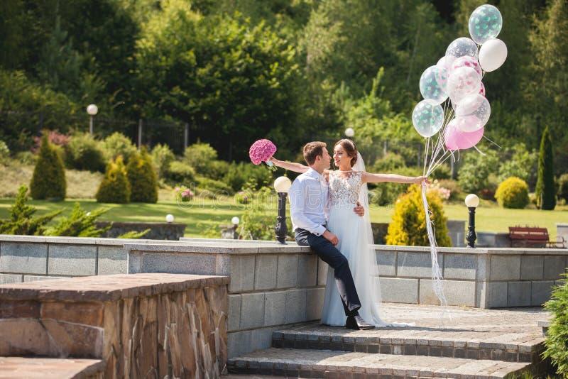 венчание съемки groom невесты стоковые изображения rf