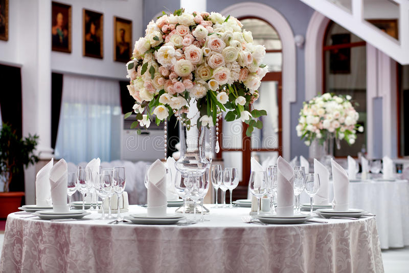 венчание таблицы приема партии случая установленное стоковое фото