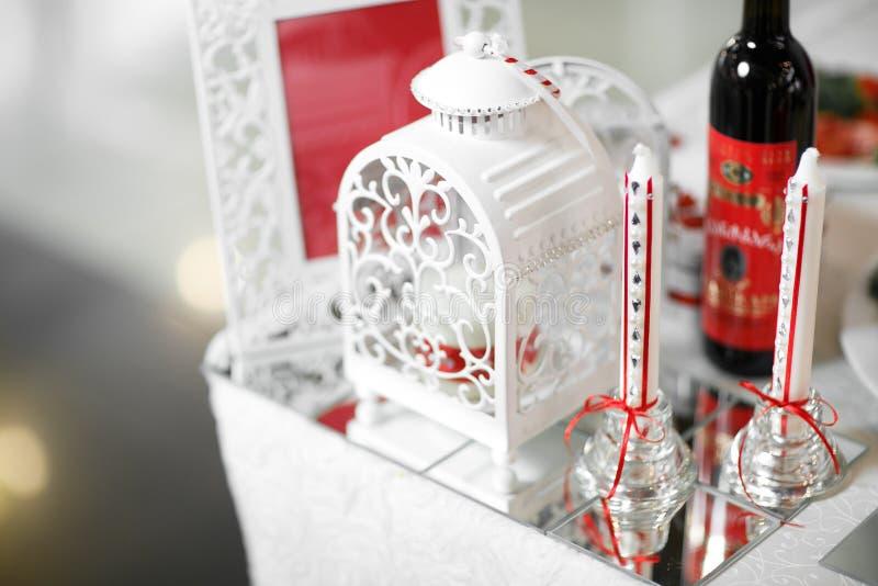 венчание тесемки приглашения цветка элегантности детали украшения предпосылки Таблица установила для романтичных обедающего или п стоковые фото