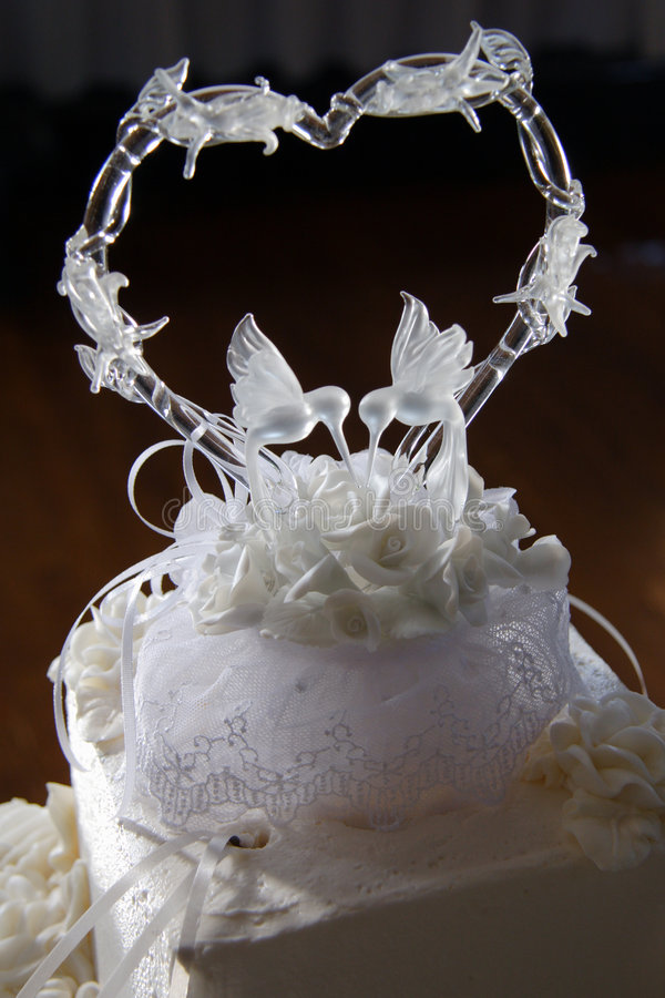 Download венчание 2 тортов верхнее стоковое изображение. изображение насчитывающей экстраклассы - 488533