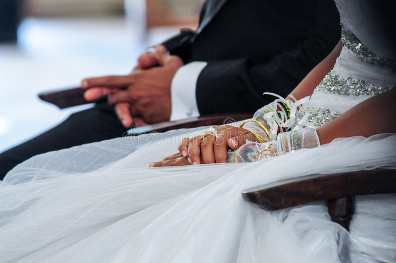 венчание groom церков церемонии невесты стоковые изображения