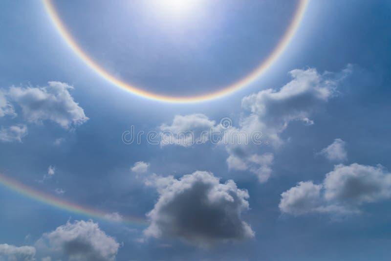 Венчик солнца нерезкости с облаком стоковое изображение
