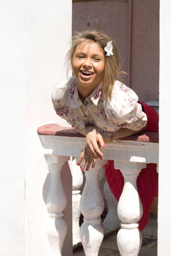 веранда девушки стоящая стоковые фото