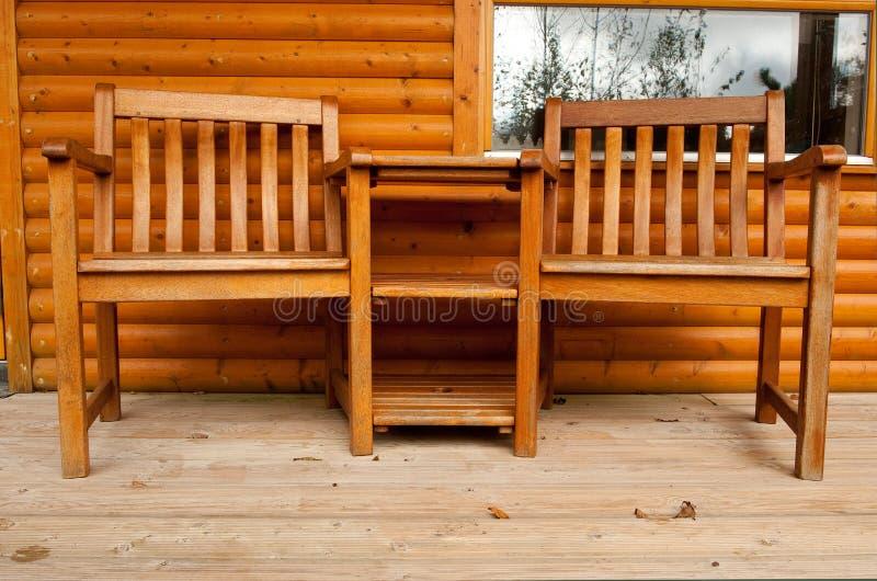 веранда таблицы 2 стула стоковое изображение
