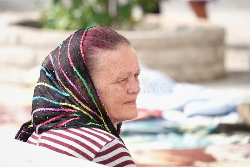Вера женщины среднего возраста христианское нося вуаль, Черногорию стоковое фото rf