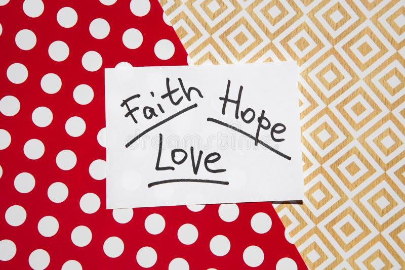 Вера, надежда и влюбленность - слова на красочных предпосылке, христианстве и концепции вероисповедания стоковое фото rf