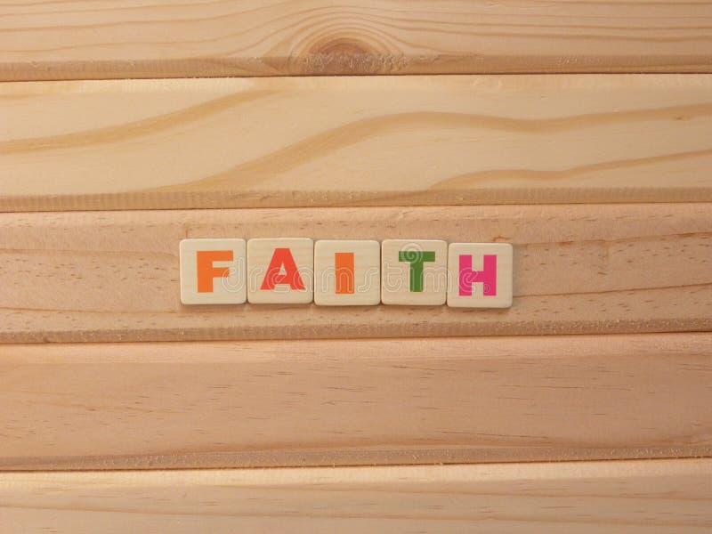 Вера слов на дереве стоковое изображение