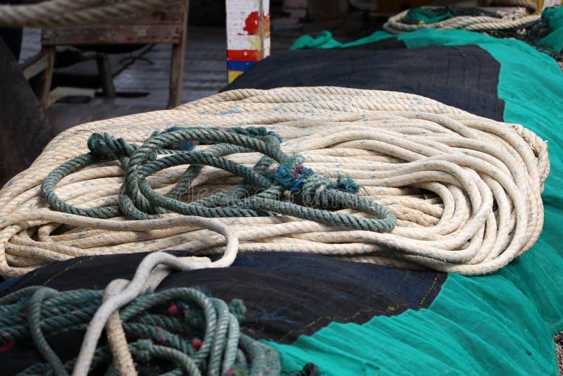 Веревочка для тралить в рыбацкой лодке стоковое фото rf