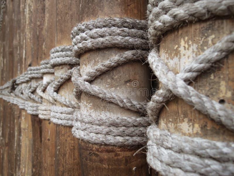 Веревочка и бамбук стоковая фотография