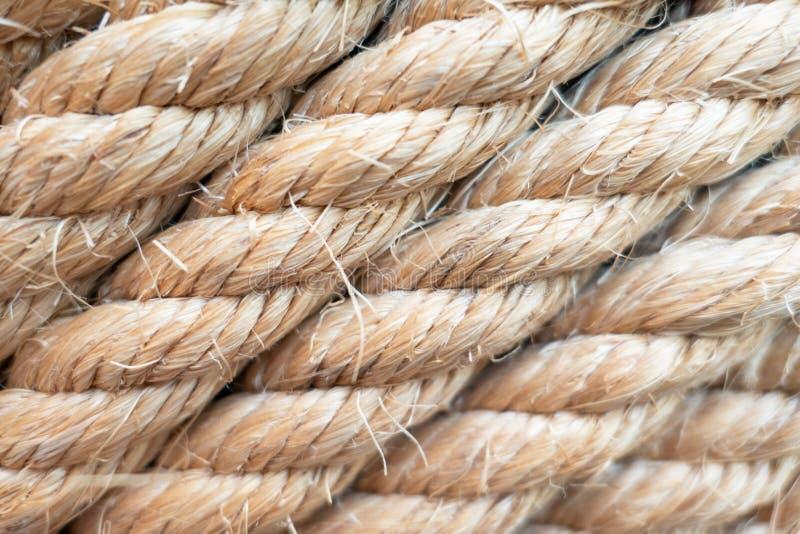 Веревочка коричневого цвета крупного плана сильная морская для предпосылки стоковое фото