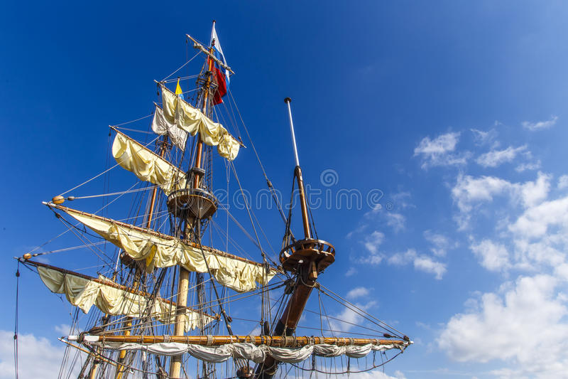 Веревочка, провода и строки на пиратском корабле стоковая фотография