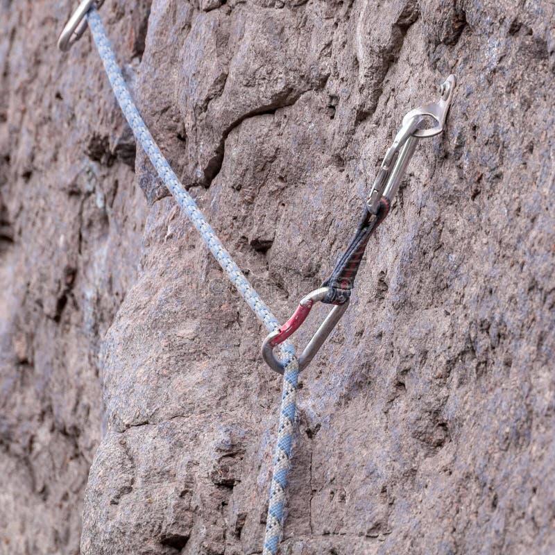 Веревочка, штуцер Спорт крайности скалолазания Оборудование для безопасности стоковые изображения rf