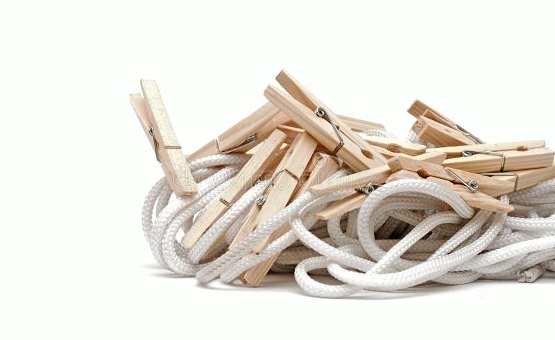 веревочка clothespins стоковые фотографии rf