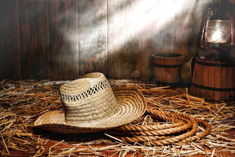 веревочка ranching античного шлема хуторянина амбара старая стоковые фото