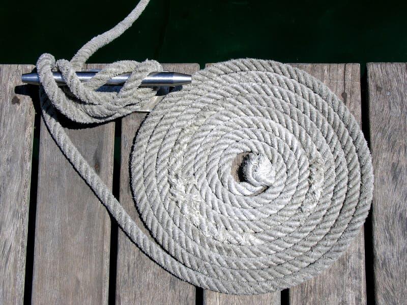 Download веревочки узлов зажимов стоковое фото. изображение насчитывающей катушка - 475944