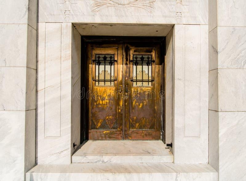 двери богато украшенный стоковые фотографии rf
