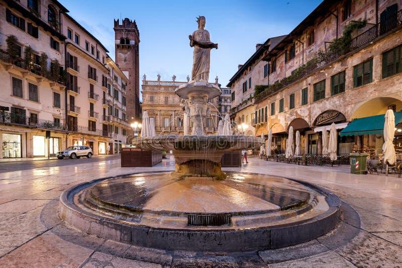 ВЕРОНА, Италия - 4-ое апреля 2017: Городской пейзаж Вероны, венето стоковые фотографии rf