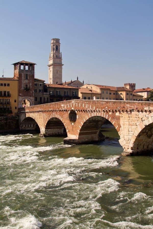 Верона, мост Ponte Pietra стоковое фото rf