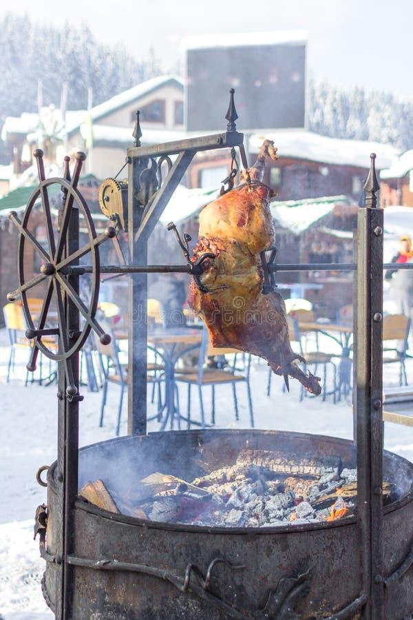 Вертел-зажаренное в духовке мясо в традиционной кавказской кухне стоковая фотография