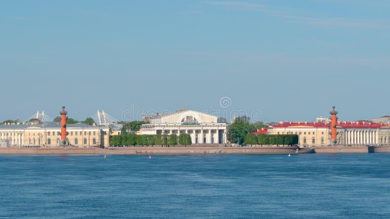 Вертел острова в дне лета солнечном - Санкт-Петербурга Vasilievsky, России стоковые изображения