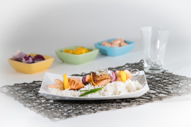 Вертел рыб с рисом стоковое фото rf